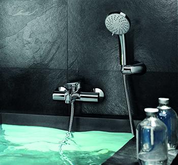 Смеситель в интерьере ванной